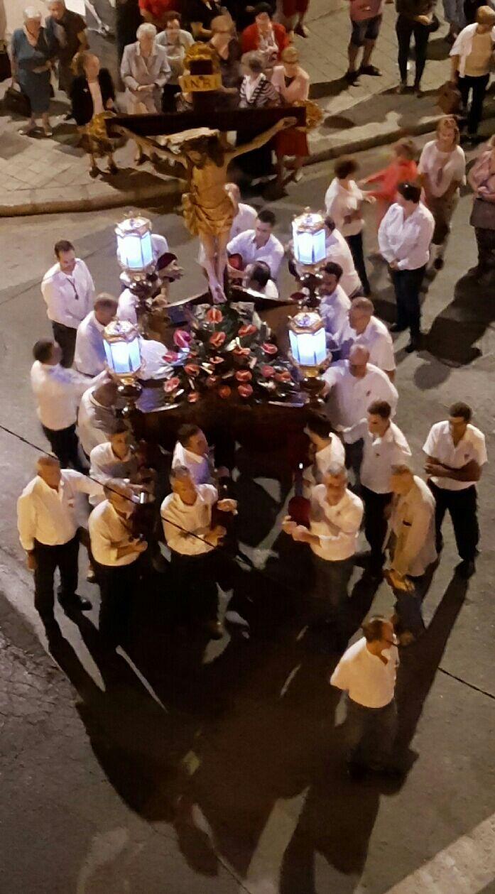 elcristo-fotografias-2016-via-crucis-50-anv-parroquia-santa-cruz-2016-09-18-lucia-roman
